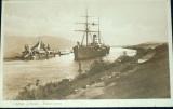 Egypt - canal of Suez proplouvající loď