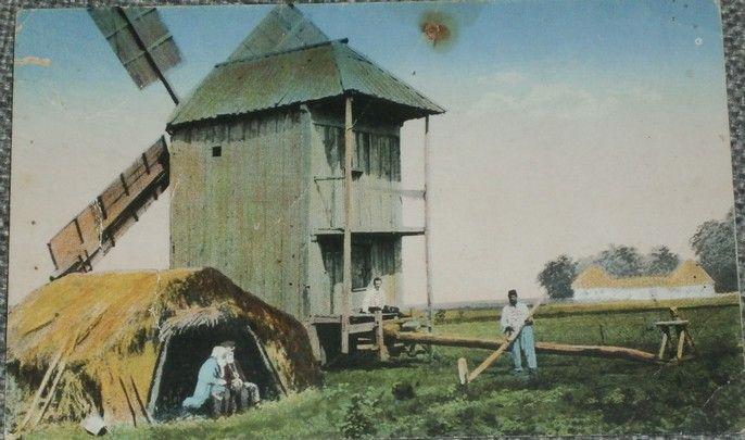 Polsko - větrný mlýn, vesničané