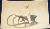Dítě na saních - fotopohlednice 1927 Atelier Friedrich Marienbad