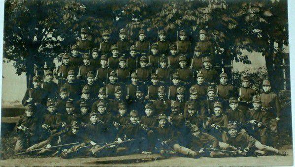 Vojenská jednotka - slavnostní foto - 1. sv. válka